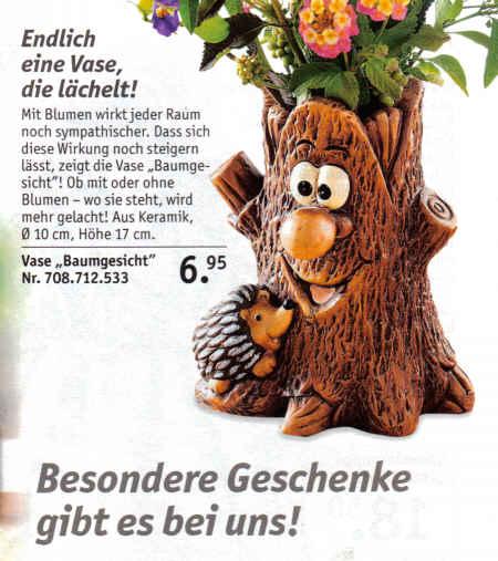 Endlich eine Vase, die lächelt! Mit Blumen wirkt jeder Raum noch sympathischer. Dass sich diese Wirkung noch steigern lässt, zeigt die Vase Baumgesicht! Ob mir oder ohne Blumen - wo sie steht, wird mehr gelacht! Aus Keramik. Durchmesser 10 cm, Höhe 17 cm. Besondere Geschenke gibt es bei uns!